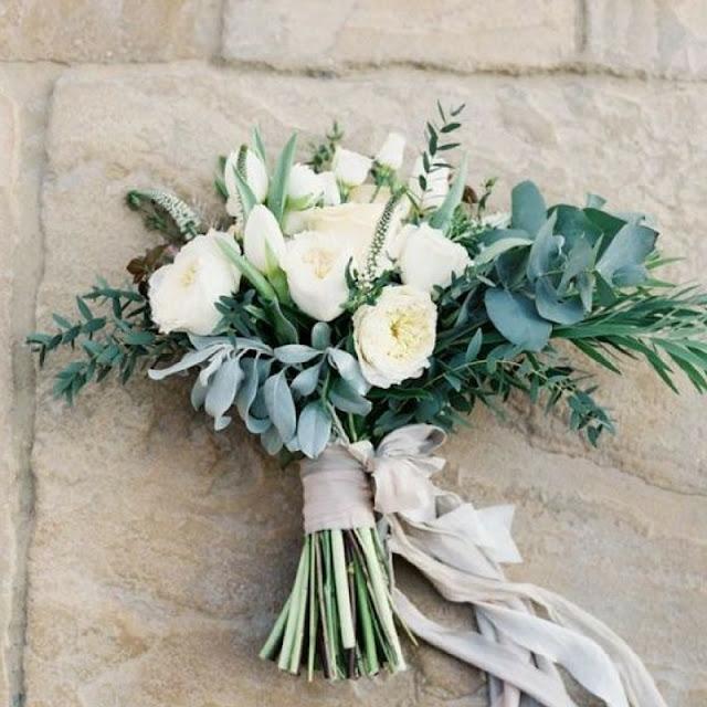 bukiet ślubny biel i zieleń, eukaliptus bukiet