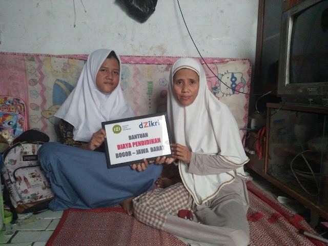 Sambangi Keluarga Dhuafa, IZI Bersama Dzikri FIF Bantu Salurkan Dana Pendidikan