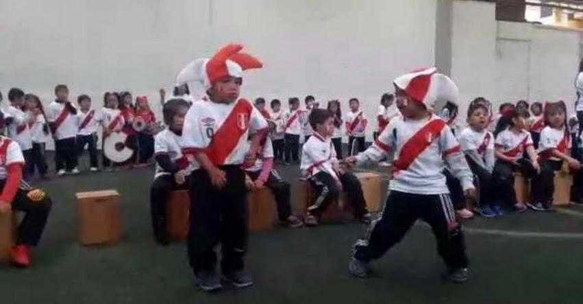 Escolares de Huancayo alientan a la selección peruana en partido con Nueva Zelanda