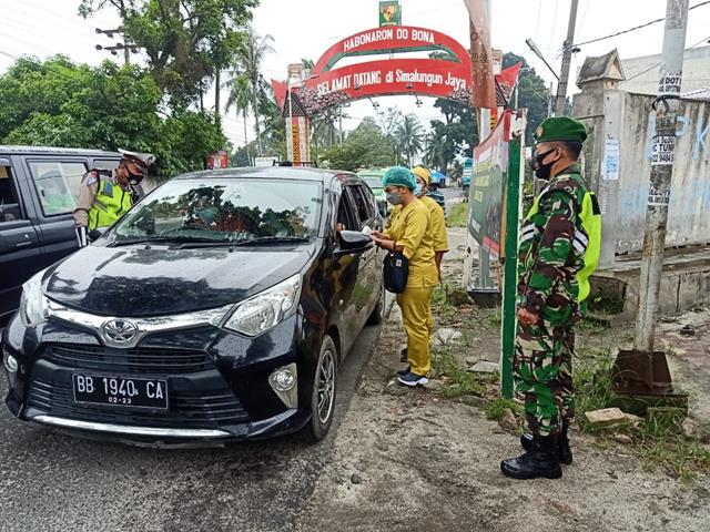Ditempat Persimpangan Memasuki Kota Pematang Siantar, Ops PPKM Micro Level 4 Dilakukan Oleh Personel Jajaran Kodim 0207/Simalungun