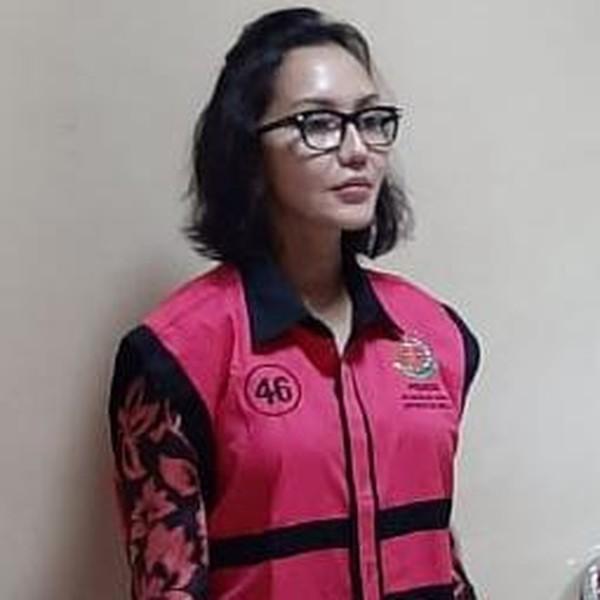 Resmi Jadi Tersangka, Ini Penampakan Jaksa Pinangki Berompi Tahanan Pink Kejagung