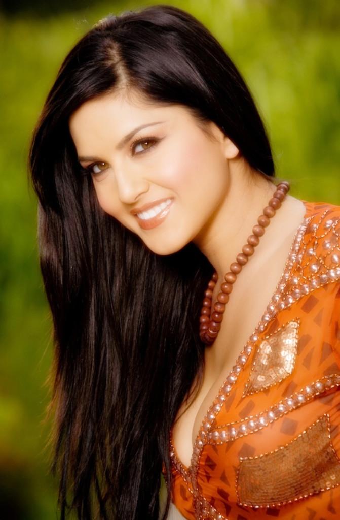 Sunny Leone's HD Wallpaper Download ~ WILD TRICKS
