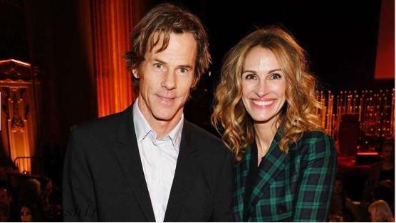 Julia Roberts shares a rare photo with husband Daniel on their 18th wedding anniversary