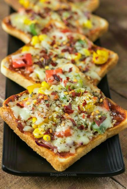 Bread Pizza With Chicken Recipe | How to make bread pizza