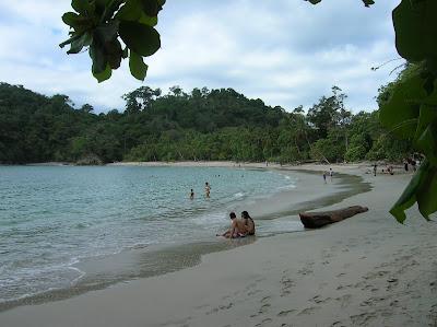 Playa Parque Nacional Manuel Antonio,Costa Rica, vuelta al mundo, round the world, La vuelta al mundo de Asun y Ricardo, mundoporlibre.com