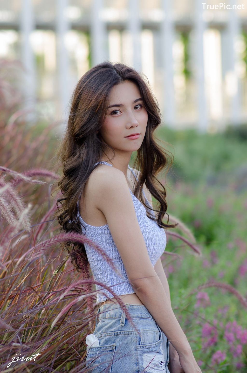 Image-Thailand-Model-Baiyok-Panachon-Cute-White-Crop-Top-and-Short-Jean-TruePic.net- Picture-1
