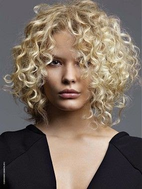 See more A long blonde curly coloured hairstyle  http://www.womensandmenshairstyle.net/
