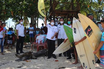 Pjs. Bupati Pesisir Barat Buka Surfing Kompetisi Lokal 2020