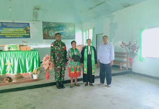 satgas yonif rk 751/vjs bagikan alkitab di kabupaten yahukimo