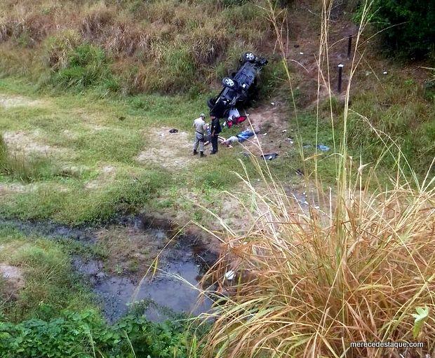Seis pessoas morrem após carro cair de ponte no Agreste de Pernambuco