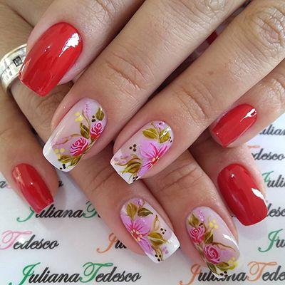 esmaltação de unhas vermelhas com florzinhas