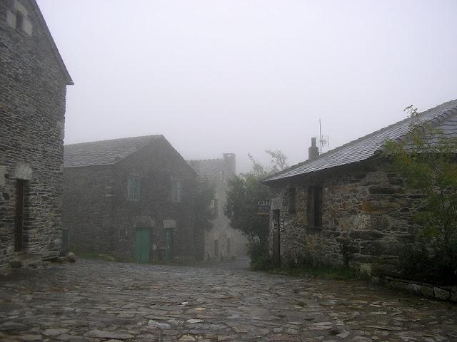 O Cebreiro con niebla