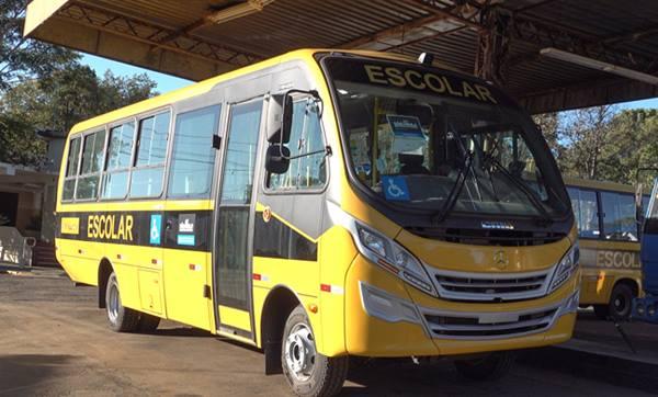 Prefeitura de Pirassununga recebe novo ônibus para transporte escolar