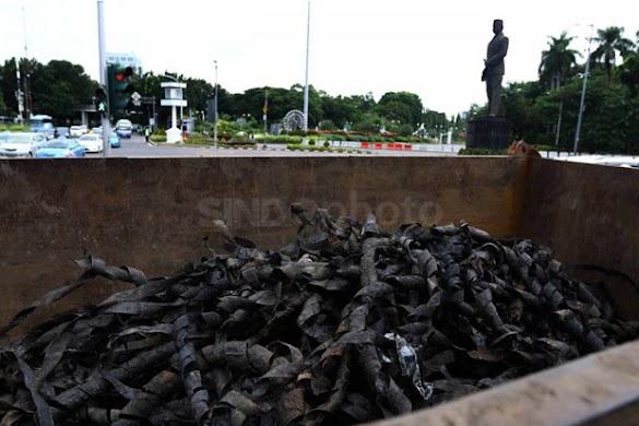 Ini Aktor di Balik Tumpukan Sampah Gulungan Kabel di Saluran Air