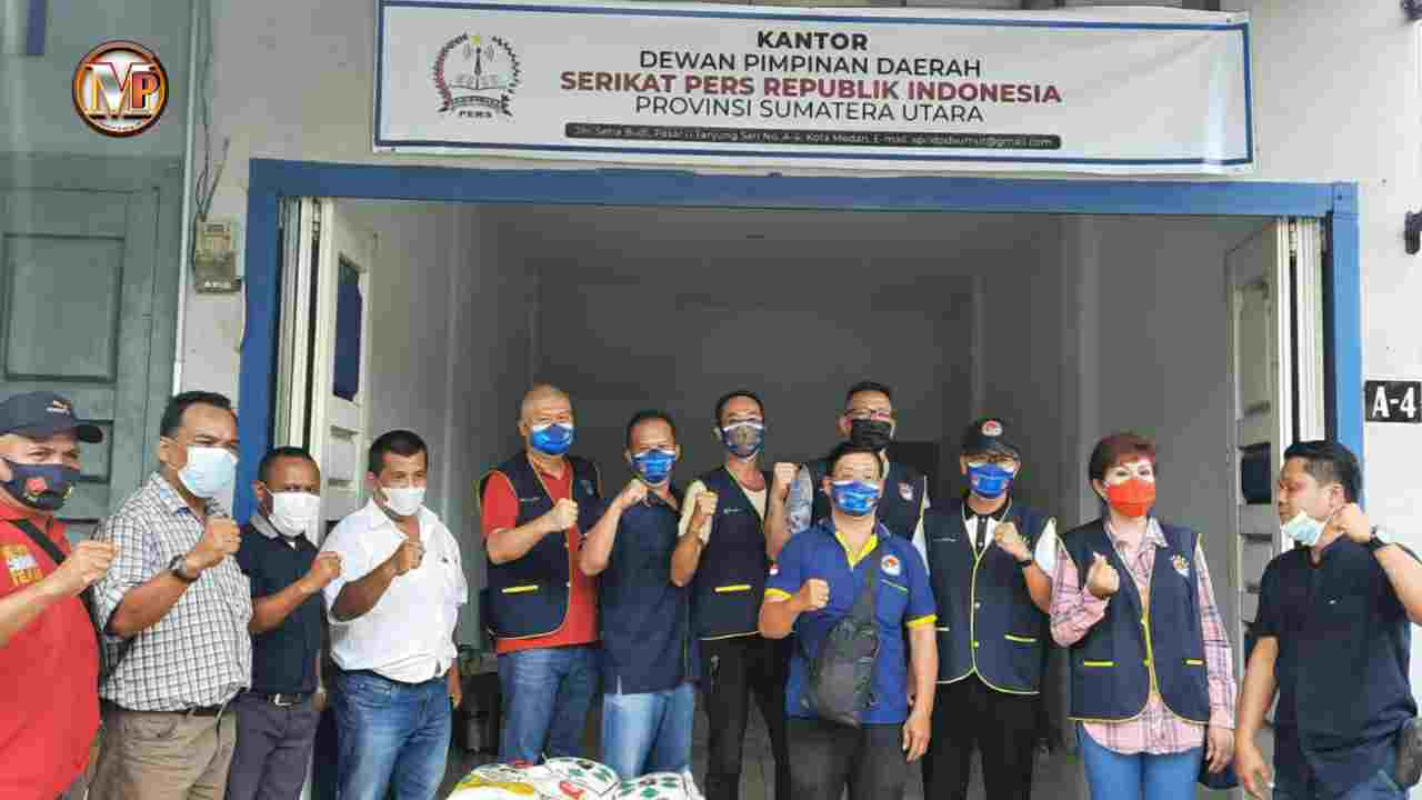 Gandeng SPRI Sumut, KITA Serahkan BantuanPaket Sembako Kepada Wartawan Terdampak Covid-19