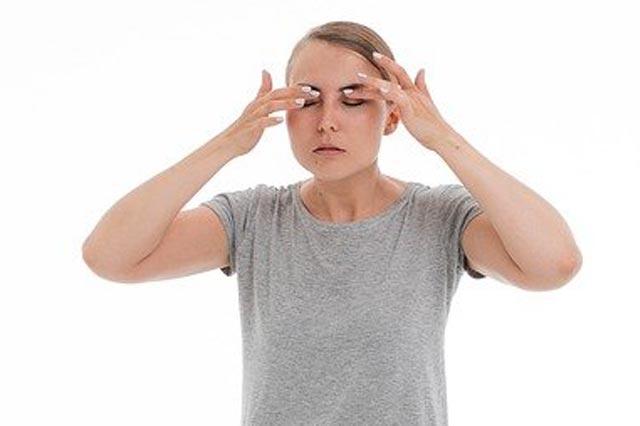 الصداع النصفي العيني: كيف يمكن أن يؤثر عليك؟
