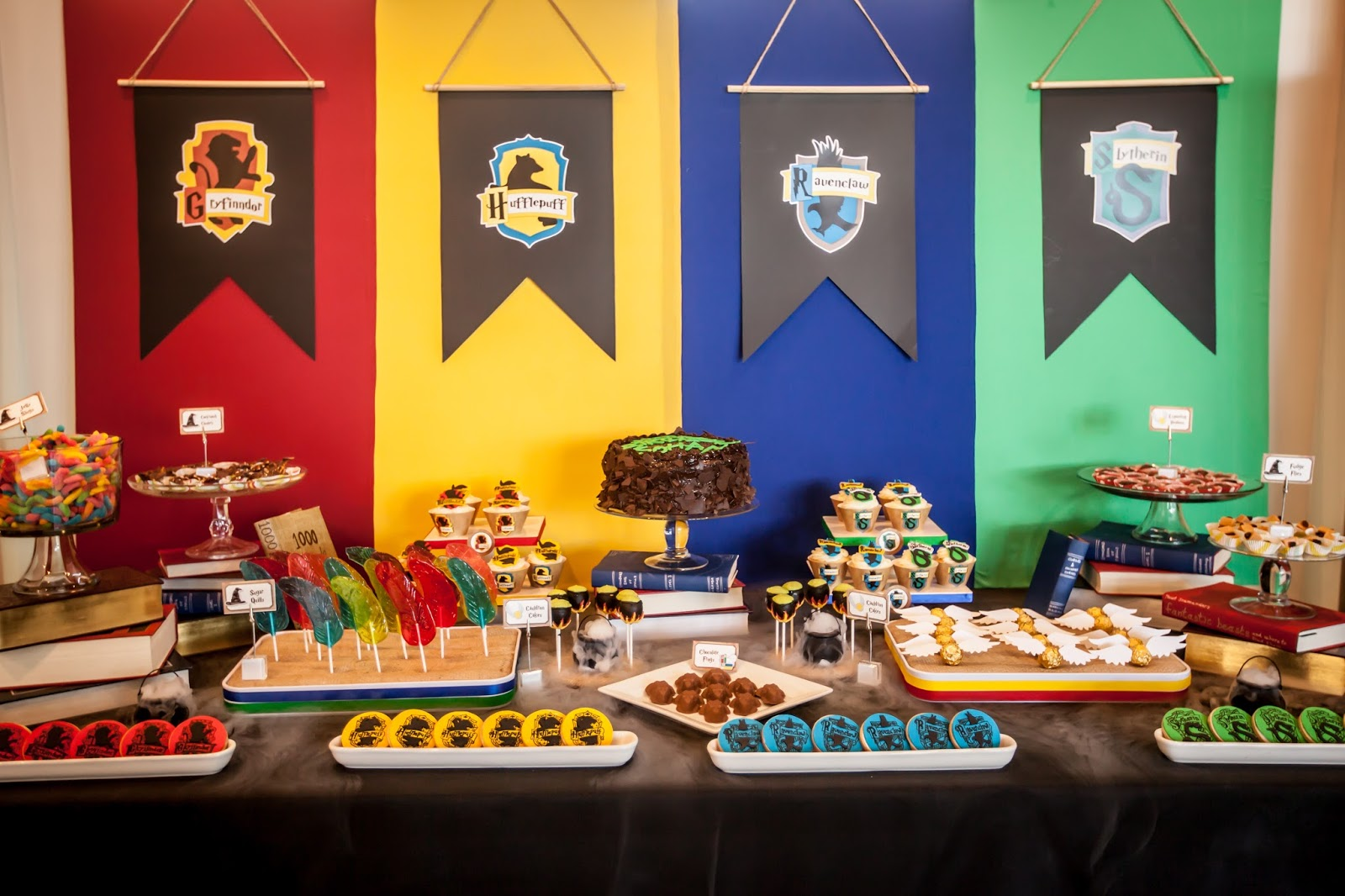 Decoration Table Harry Potter : The party wall harry potter inspired part