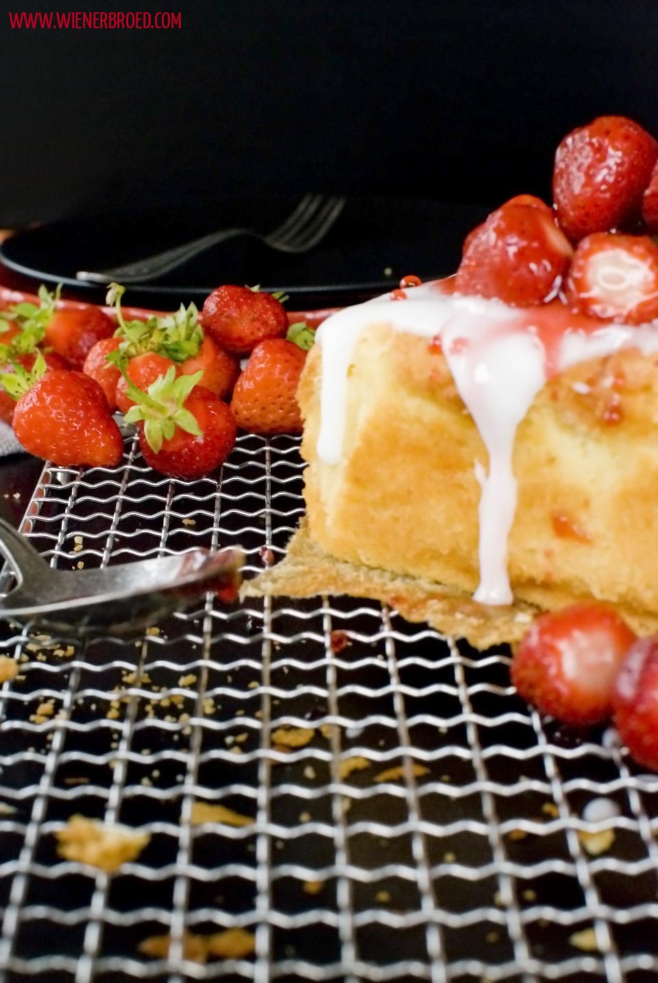 Erdbeer-Eierlikör-Kuchen / Strawberry advocaat cake [wienerbroed.com]