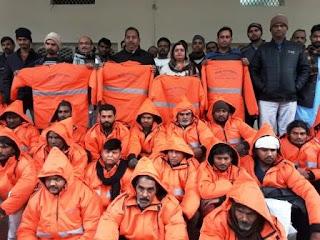 Jaunpur  पालिका कर्मियों को वितरित किया जैकेट