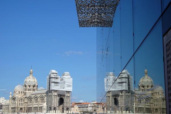 marseille mucem cathédrale reflets