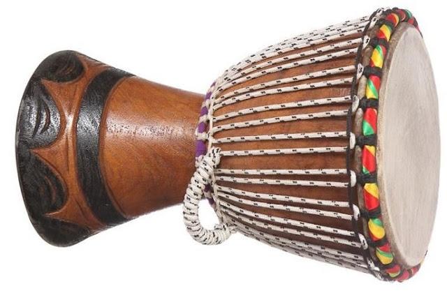 Le djembé, un instrument emblématique : Musique, art, tradition, culture, Djembé, tamtam, instruments, percussion, bois, peau, chèvre, antilope, Mandingues, rythme, danse, LEUKSENEGAL, Dakar, Sénégal, Afrique