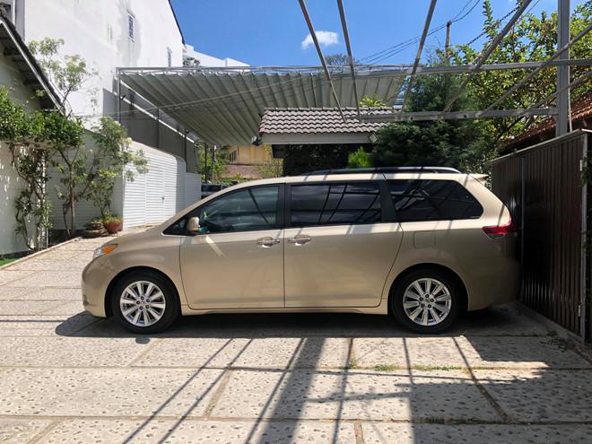 Toyota Sienna 10 năm tuổi giá vẫn cao hơn Kia Sedona mới