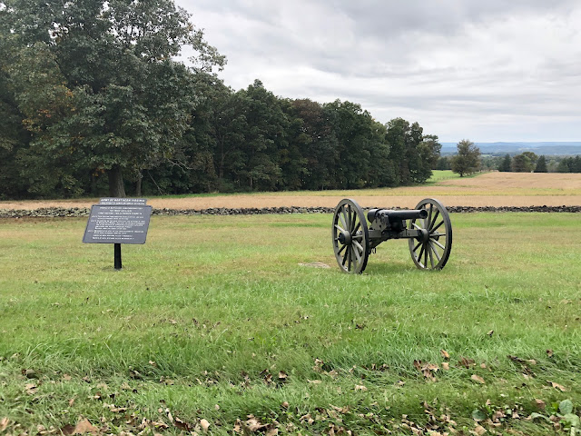 Sign and Cannon at Gettysburg Battlefields