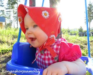 Vauvan aurinkohattu retrokaava
