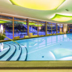 Schwimmbad im Familienhotel Fameli in Olang