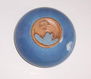 blue-dish pottery-2-bottom mark