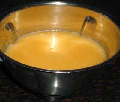blending muskelon-making muskmelon juice