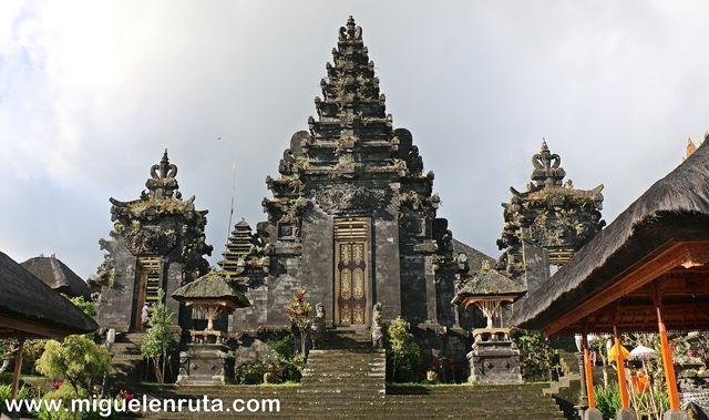 Entrada-Pura-Besakih-Bali