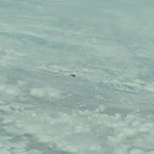 OVNI APARECE EM FOTO OFICIAL DA NASA