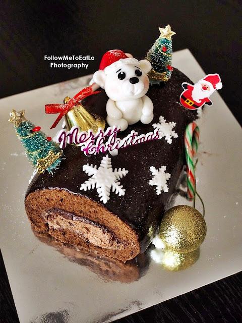 BEST Christmas Bear Log Cake By EatCakeToday.Com
