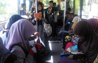 SUBHANALLOH, MAHASISWA UIN AR-RANIRY GENCARKAN TILAWAH AL QURAN ON THE BUS