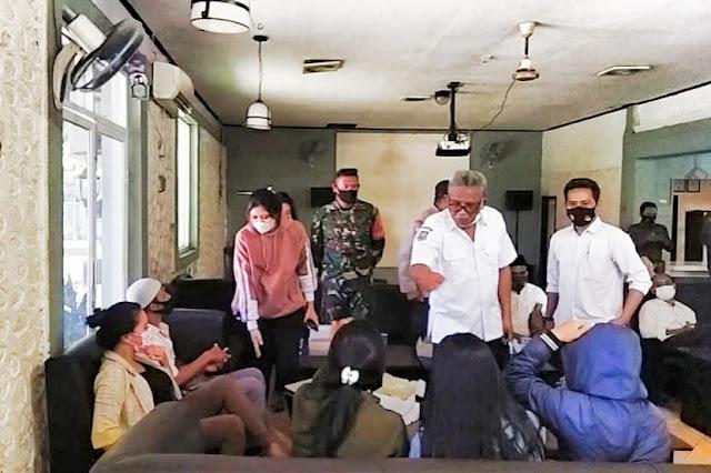 Satu PS di Cafe Meliwis Labuhan Haji ketahuan pakai KTP palsu