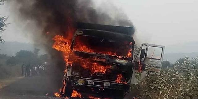 SHEOPUR में ग्रामीणों ने 4 डंपर, क्रैशन मशीन और पोकलेन जलाए, चक्काजाम | MP NEWS