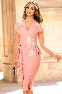 Rochie de seara rose cu volanase si flori 3D aplicate