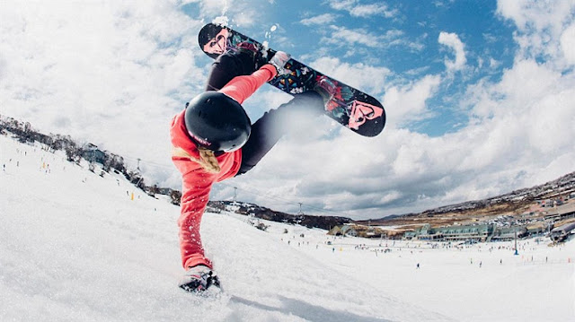 Melatih Kemampuan Mengendalikan Diri Melalui Kegiatan Snowboarding