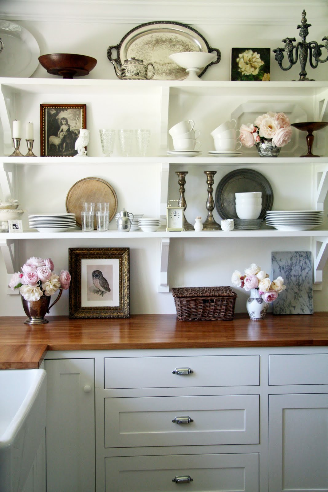 Heir and Space White shelves in the kitchen