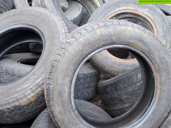 Policía Local y Guardia Civil investigan el vertido incontrolado de neumáticos en vía pública