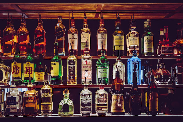 WHAT IS AN ALCOHOLIC DRINKS