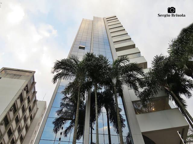 Perspectiva inferior da fachada do Edifício Maison Monet - Indianópolis - São Paulo