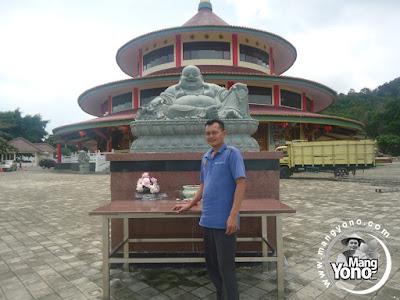 Bagian depan Vihara Puri Tri Agung, Bangka Belitung..