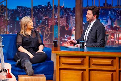 Paula e Danilo Durante a entrevista (Crédito: Gabriel Cardoso/SBT)