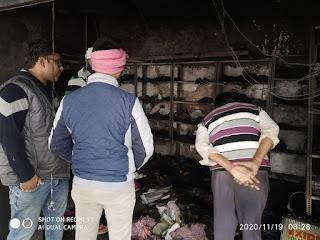 शार्ट सर्किट की चिंगारी से कपड़े की दूकान में लगी भीषण आग | #NayaSaberaNetwork
