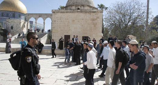 جمعية صهيونية تدعو لإفساد احتفالات العيد ويقتحمون المسجد الأقصى