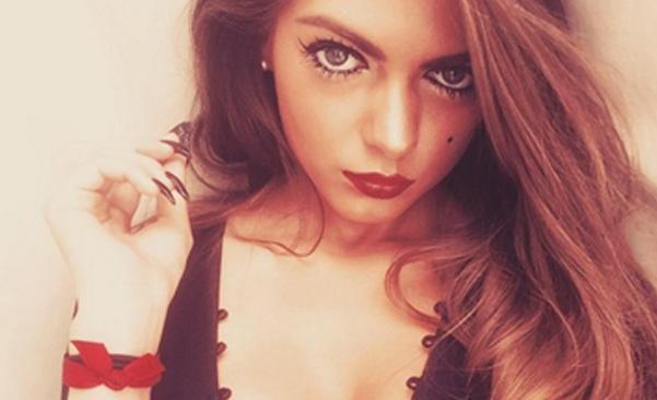 Emma Hulse Dipecat Karena Terlalu Cantik