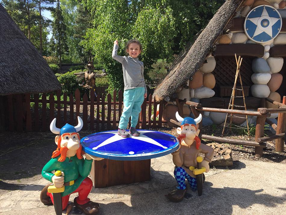 Pequenas Viajantes visitando o Parc Astérix