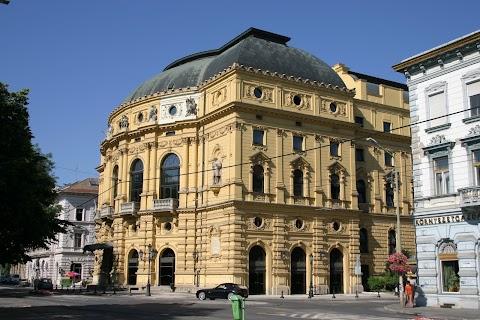 A szegedi nagyszínház épülete is megsérült